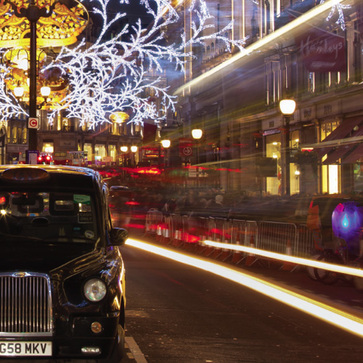 Taxi in the city, christmas lights, taxi wrexham christmas www.wrexhamtaxis.co.uk wrexham and prestige